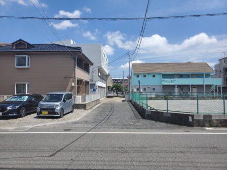 南側道路と西側道路交差点(外観)