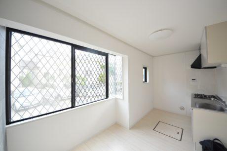 壁から床・住宅設備新規交換済(キッチン)
